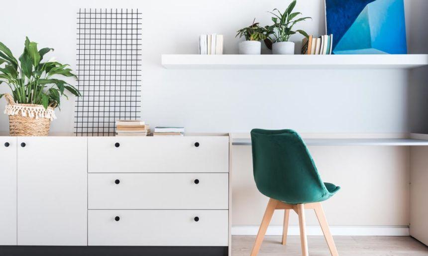 home office con scrivania pinch e sedia verde