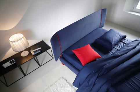 :foto pantone:pantone2020-letto-blu-noctis2.jpg